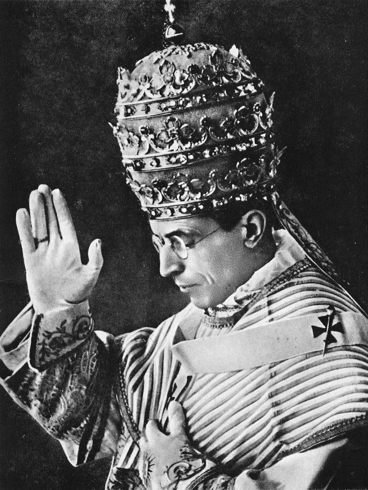 https://eccechristianus.files.wordpress.com/2012/02/piusxii.jpg