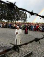 BenXVI-Auschwitz-arco