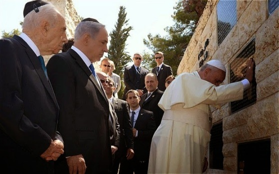 Pope Francis Mount Herzl (1)