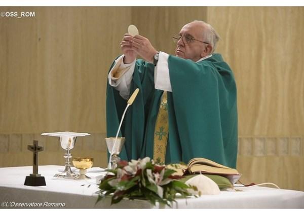 francisco-hoy-durante-la-misa