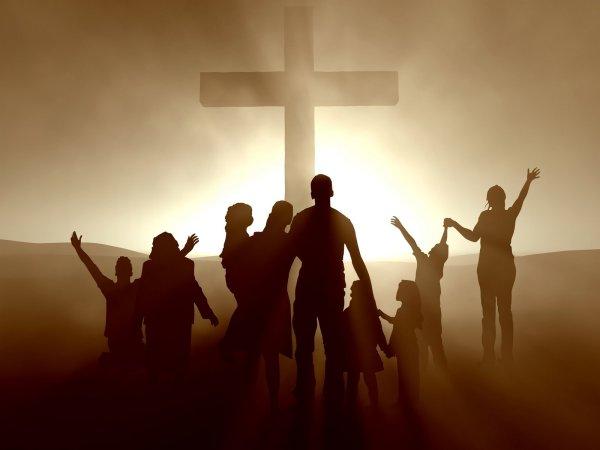 cristianos-y-una-cruz